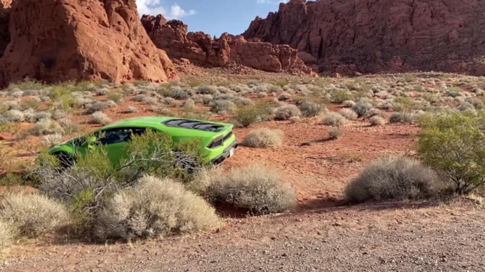Encuentran un Lamborghini Huracán abandonado en el desierto de Las...