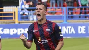 Ále Díez celebrando un gol con el Extremadura