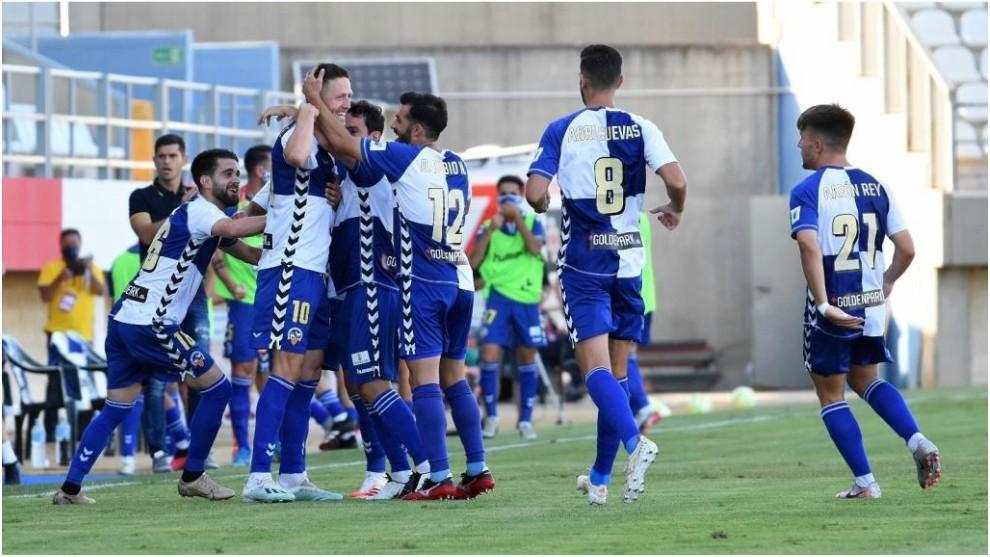 Los jugadores del Sabadell celebran uno de los goles marcados en el...