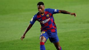 Ansu Fati en un duelo con el Barcelona.