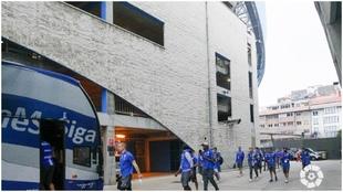 Los jugadores del Deportivo, llegando a Riazor.