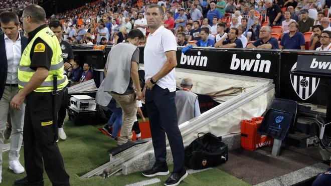 Paco Camarasa ejerciendo de delegado de equipo en un partido en...