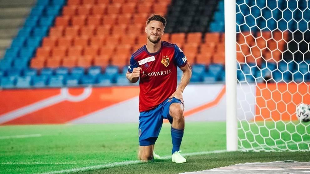 Ricky van Wolfswinkel celebra el gol ante el Zurich tras su vuelta a...