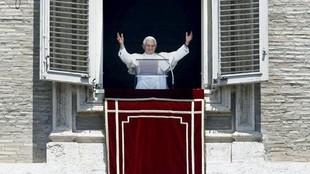 El papa Benedicto XVI está enfermo: el Vaticano dice que no es grave