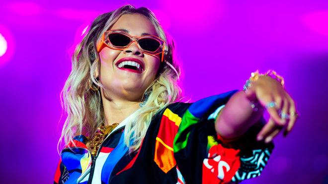 La cantante británica Rita Ora durante una actuación.