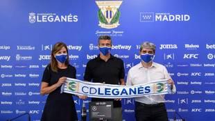 Martí junto a la Presidenta y el Director Deportivo del Leganés
