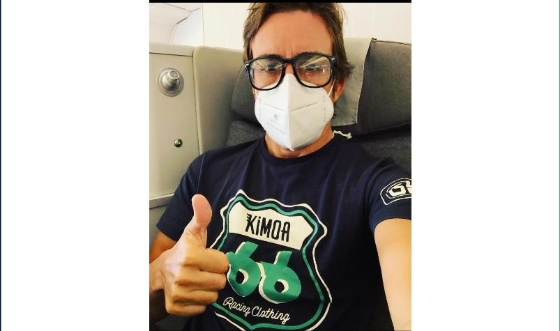 Alonso, en su asiento del avión en su vuelo a Estados Unidos.