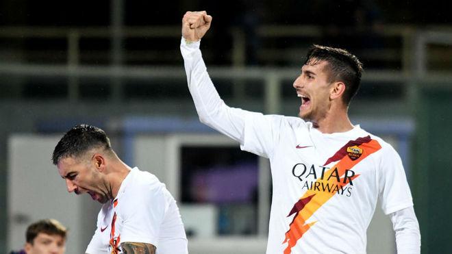 Lorenzo Pellegrini celebra un gol con la Roma.