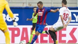 Pedro León en el partido ante el Sevilla
