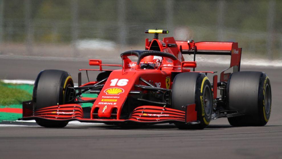 Charles Leclerc guiando su Ferrari.