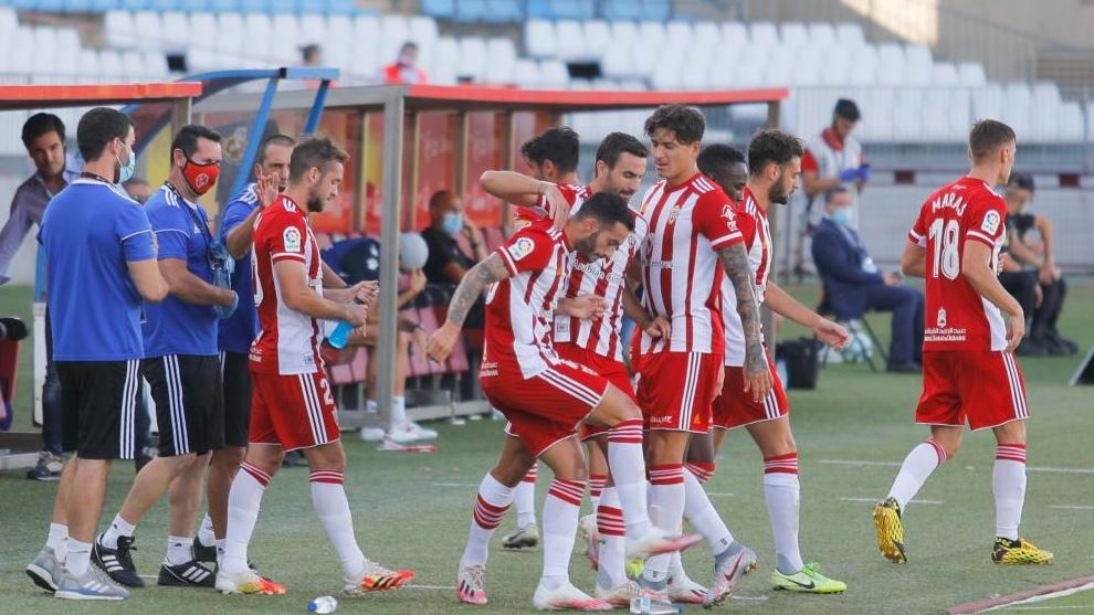 Los jugadores del Almeria, durante un partido esta temporada. MARCA