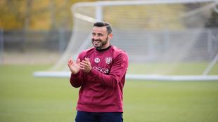 Pedro López, durante un entrenamiento con el Huesca.