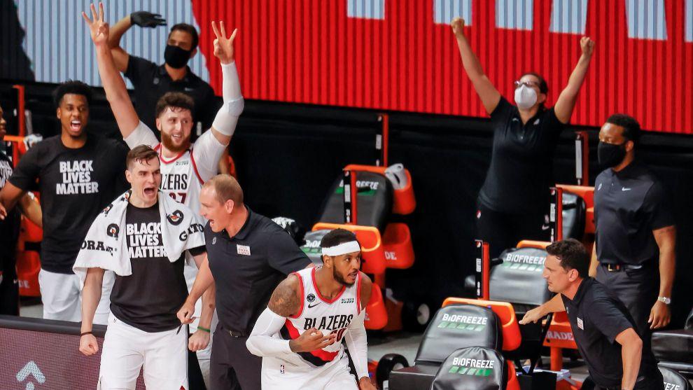 Carmelo Anthony, tras anotar una canasta en la burbuja de Orlando.