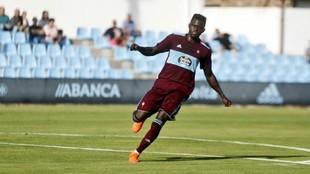 Emmanuel Apeh celebra un gol marcado con el Celta B