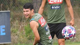 Chucky Lozano en el entrenamiento del Napoli este miércoles.