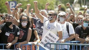 Manifestación de trabajadores de Nissan frente al Congreso de los...