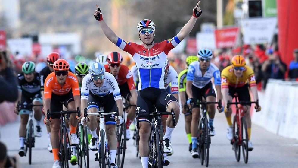 Fabio Jakobsen celebra una etapa de la Vuelta al Algarve