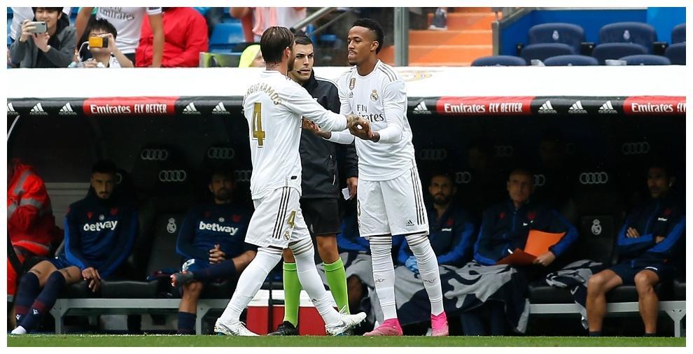 Milita entra por Ramos durante el partido ante el Levante en el...