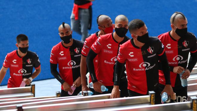 Jugadores del Atlas en el Estadio Jalisco durante el Apertura 2020.