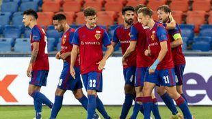 Los jugadores del conjunto suizo festejan el gol y la clasificación