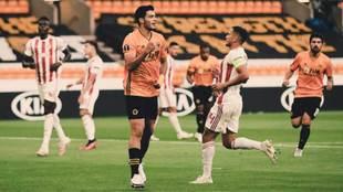 Raúl Jiménez marcó el gol del triunfo ante el Olimpiacós.