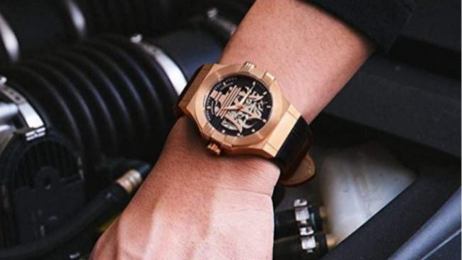 Con el 'cavallino rampante' de Ferrari o la estrella de Mercedes: 10 relojes para auténticos amantes de los coches