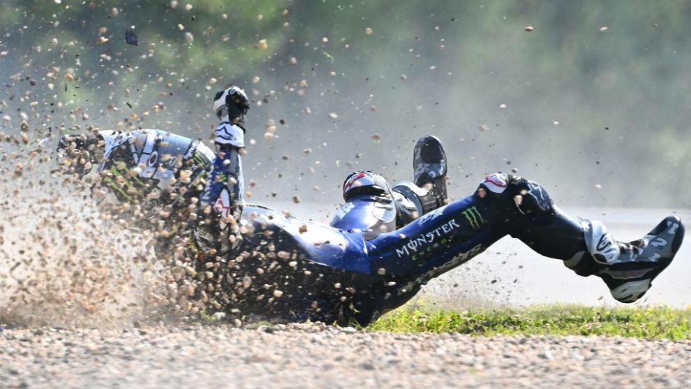 Maverick Viñales, en el suelo en Brno.