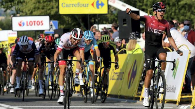 Richard Carapaz celebra su triunfo en la tercera etapa del Tour de...