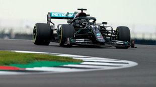 Lewis Hamilton, durante los Libres 2 del GP 70 Aniversario.