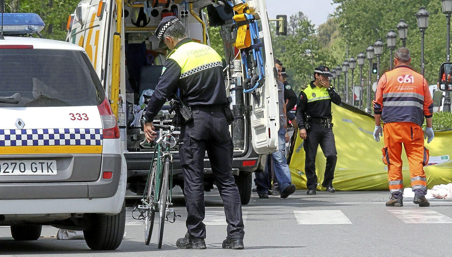 Un ciclista muerto y cuatro heridos al ser atropellados por un conductor ebrio