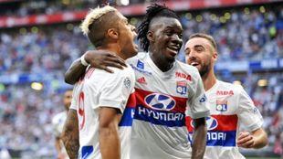 En el centro, Bertrand Traoré (24), jugador del Olympique de Lyon.