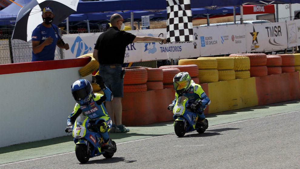 Eric Ruz pasa como vencedor en la Copa Dani Ribas de Minimotos.