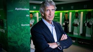 Manuel Pellegrini (66) posa como nuevo entrenador del Betis.