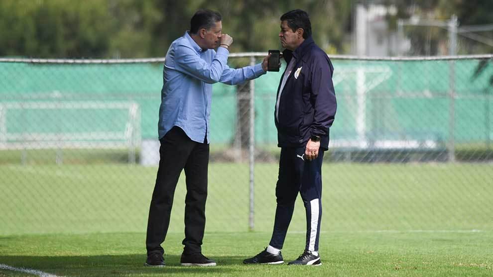 Luis Fernando Tena sabía desde el viernes que si perdía ante Puebla estaba fuera de Chivas
