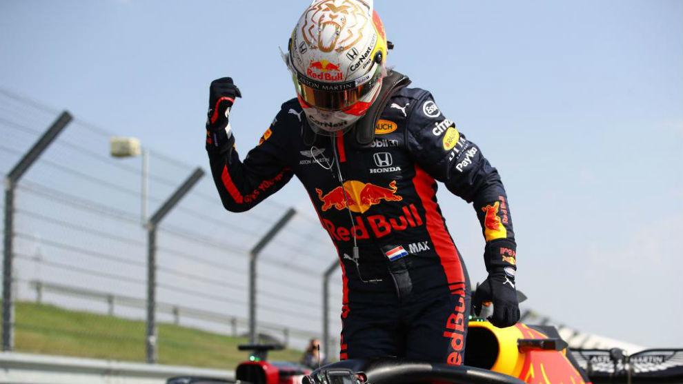 Verstappen, celebrando su victoria en Silverstone.