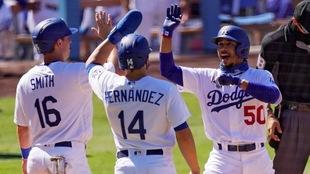 Festejo entre los jugadores de los Dodgers.