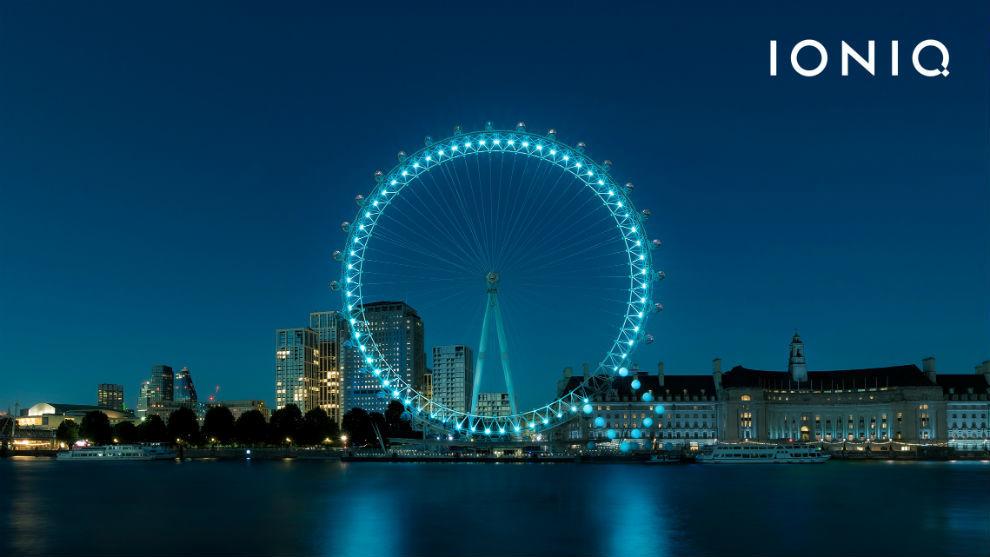 La noria gigante de Londres, el London Eye, convertida en la Q de Ioniq.