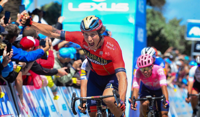 Iván García Cortina celebrando una victoria de etapa en el Tour de California (2019).