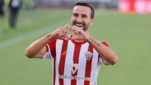 Juan Muñoz, jugador del Almería, celebrando un gol.