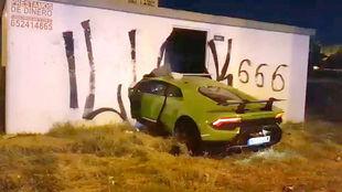 El Lamborghini Huracán LP 610-4 atravesó una pared de ladrillos.
