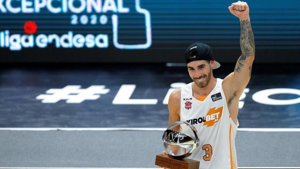 Luca Vildoza, con el premio del MVP de la Fase Final Excepcional de la...