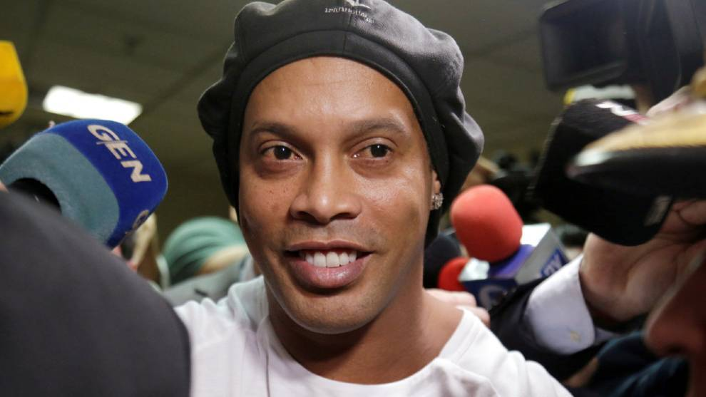 Ronaldinho accused of hosting parties with models during house arrest