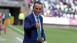 José Luis Oltra (51) durante su etapa como entrenador en el Córdoba