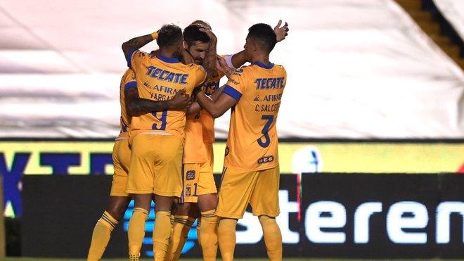 El festejo de los Tigres tras el gol de Gignac.