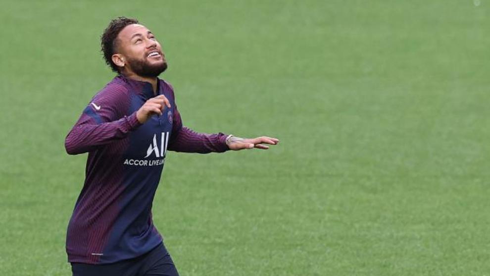 Neymar, en el último entrenamiento en Lisboa.