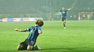 El Papu Gómez celebrando un gol