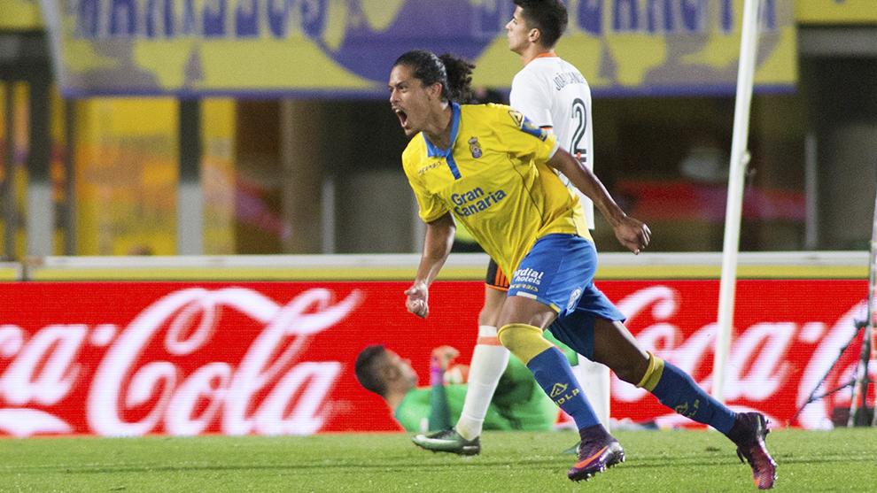 Mauricio Lemos celebrando un gol con Las Palmas