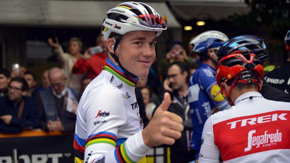 Mad Pedersen con el maillot arcoíris