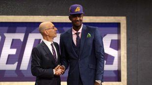 Deandre Ayton, elegido por los Suns en el Draft de 2018.