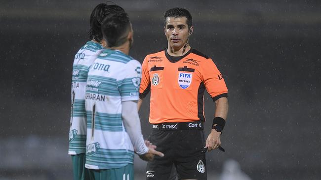 Fernando Hernández pitará el América vs Santos.